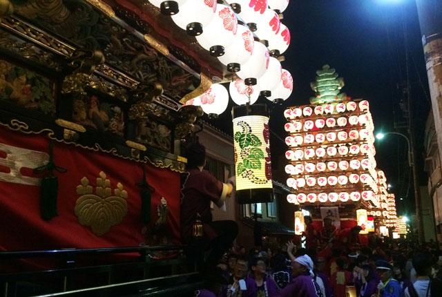 射水市の新湊曳山祭りの豪華絢爛な提灯山