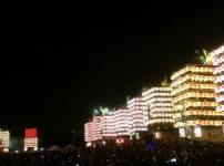 新湊曳山祭、人生の約束を再現した幻の一斉点灯!