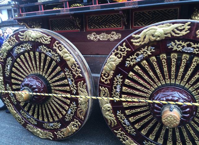 人生の約束ロケ地、新湊曳山祭りの豪華絢爛な山車の車輪