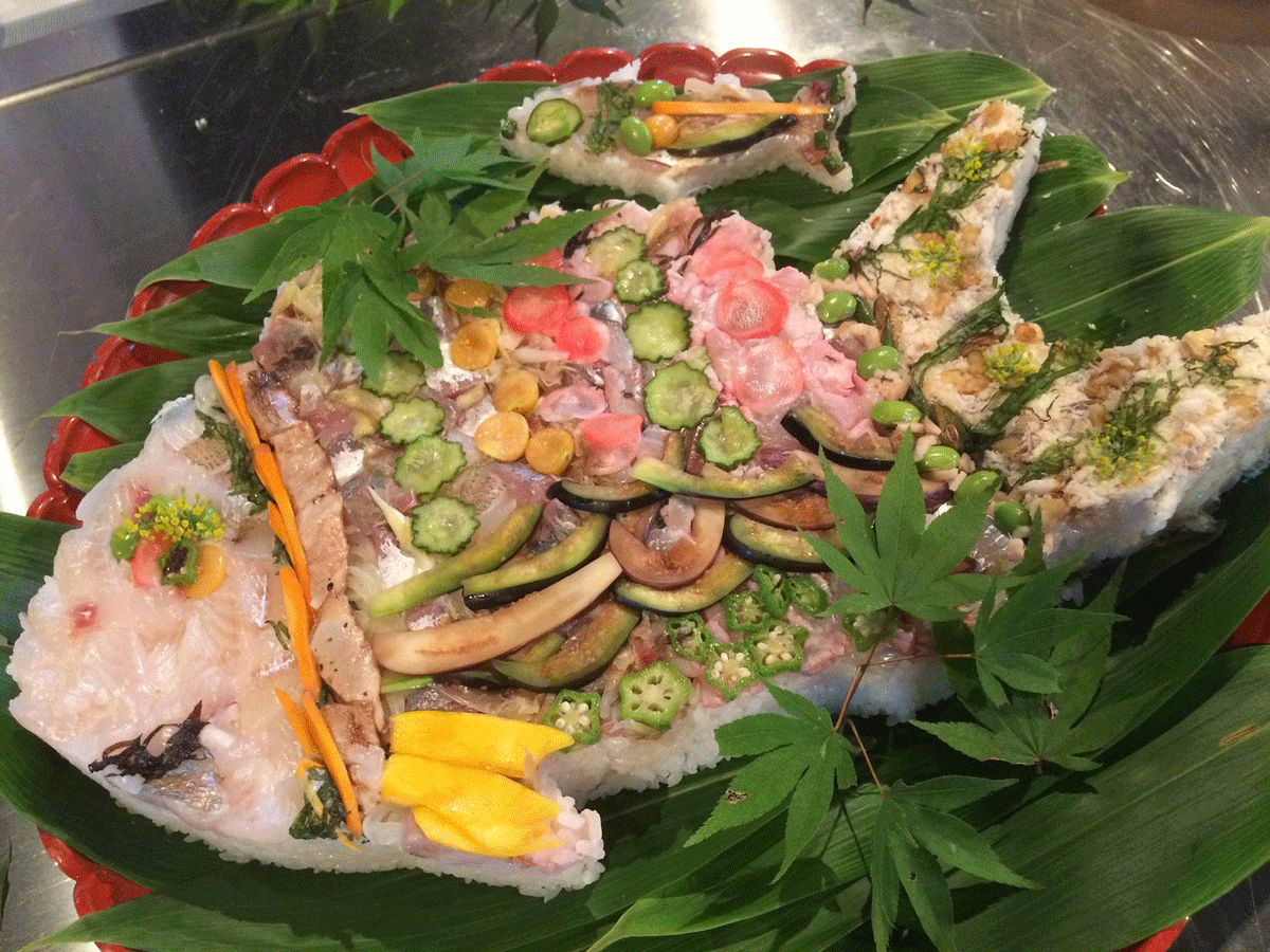 魚々座の押し寿司