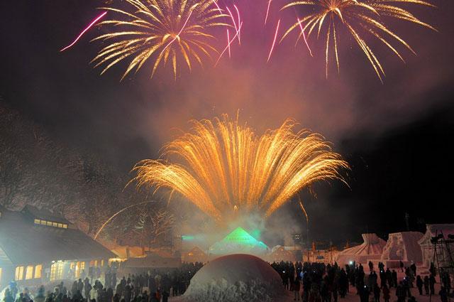 南砺利賀そば祭りの雪上花火