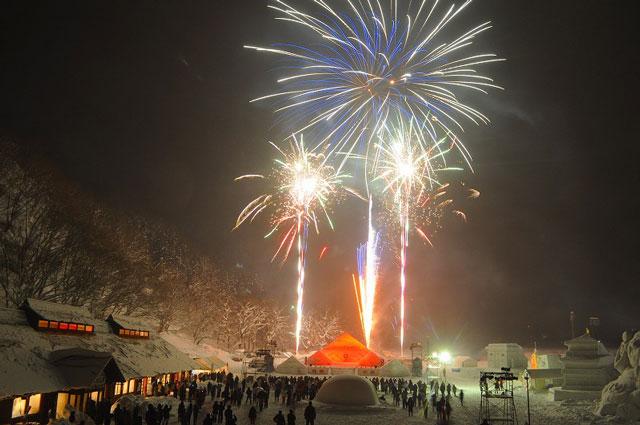 南砺利賀そば祭りの雪上花火2