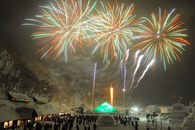 南砺利賀そば祭りの雪上花火3