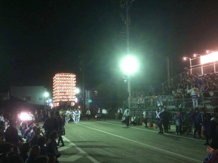 伏木神社例大祭・伏木けんか山のかっちゃ前の緊張感