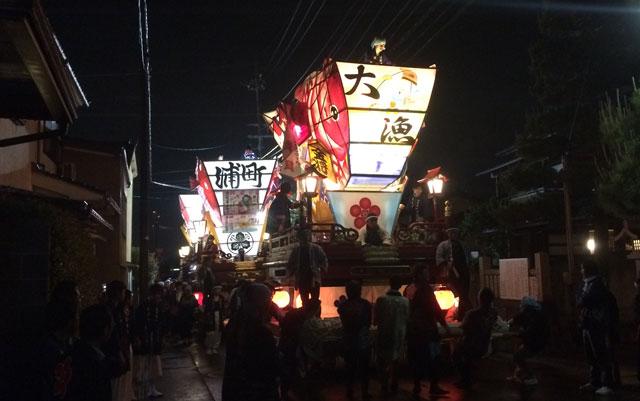 岩瀬曳山車祭り・けんか山車の夜の巡行2