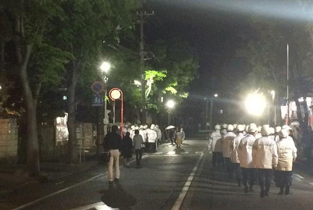 岩瀬曳山車祭り・けんか山車の大量の警察官3