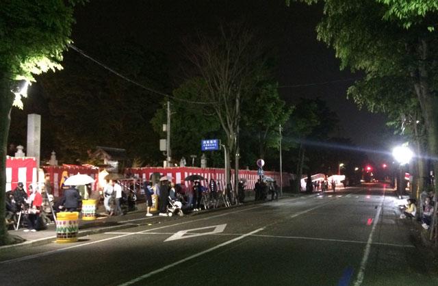 岩瀬曳山車祭り・けんか山車の諏訪神社前の様子