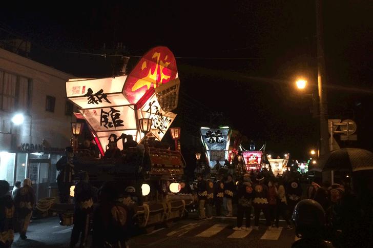 岩瀬曳山車祭り・けんか山車の巡行