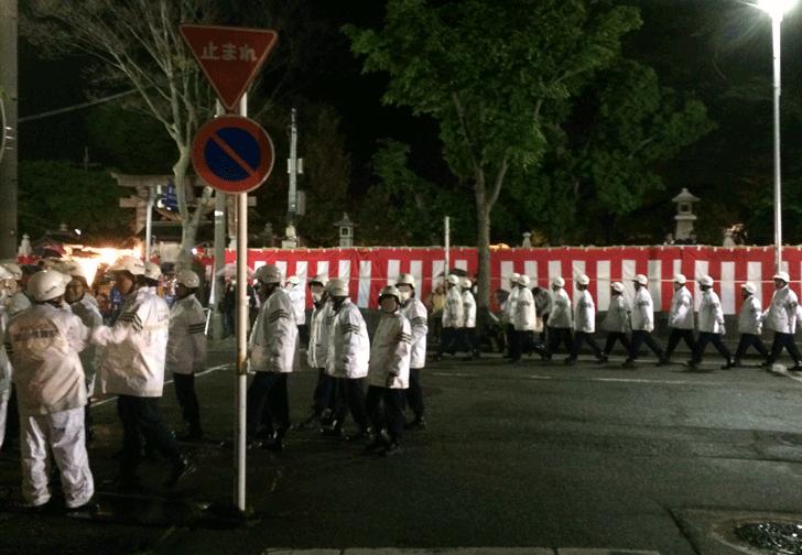 岩瀬曳山車祭り・けんか山車の大量の警察官