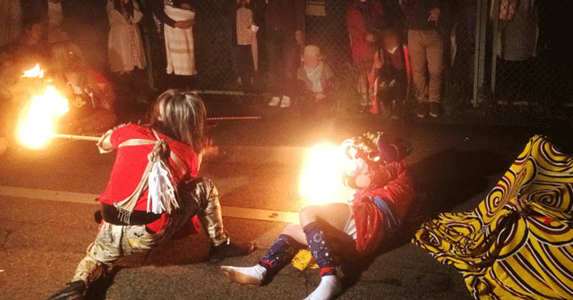 富山県射水市新湊の獅子舞の天狗と獅子