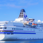 富山港で豪華客船ダイヤモンドプリンセス号の無料見学会