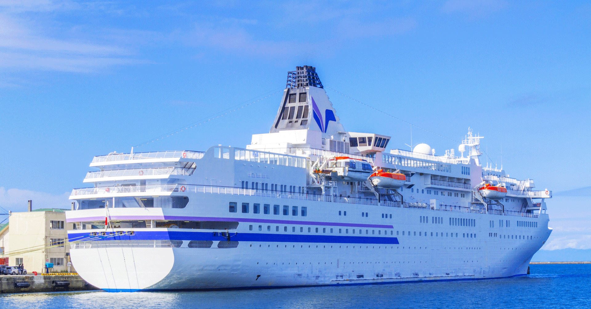 伏木富山港で豪華客船ダイヤモン...