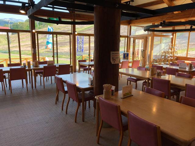 砺波市夢の平スキー場のコスモス荘の飲食スペース