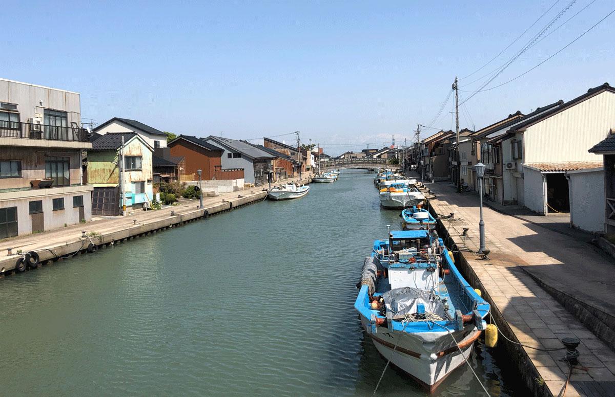 日本のベニス新湊内川の景色