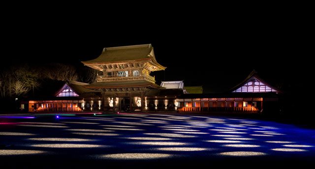 高岡市の国宝瑞龍寺のライトアップ(市松模様)