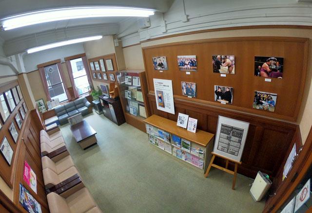 富山県庁の県民サロン(西側)で開催中の「朝乃山関の写真パネル展」