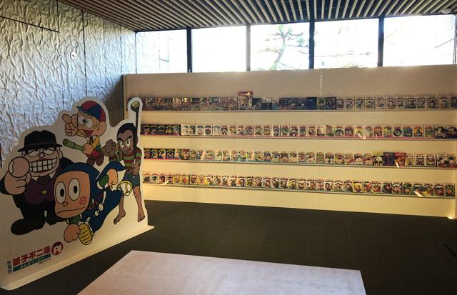 富山市高志の国文学館で開催されている「藤子不二雄A展」では藤子不二雄A先生に関する漫画が全部読める