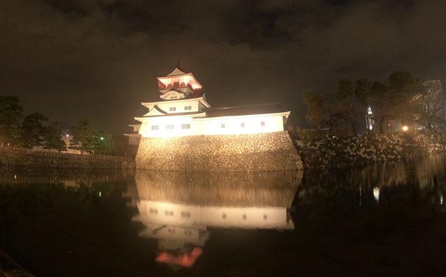 富山城のライトアップ夜景