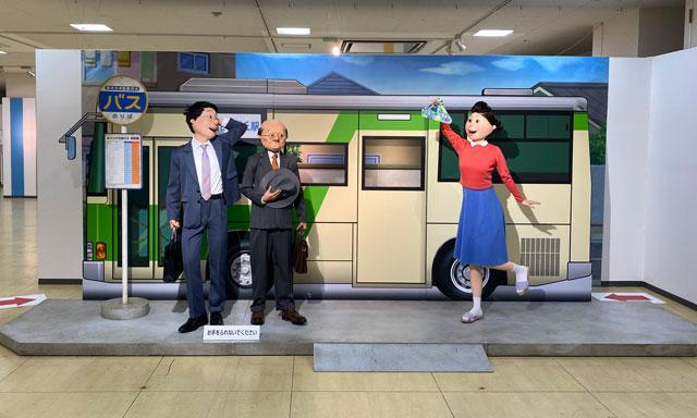 富山大和の「サザエさん展THE REAL」のフォトブース、バス停前
