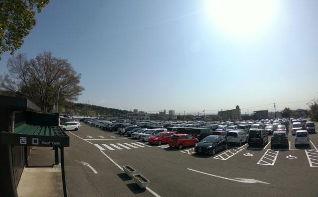 富山市ファミリーパークの西口駐車場