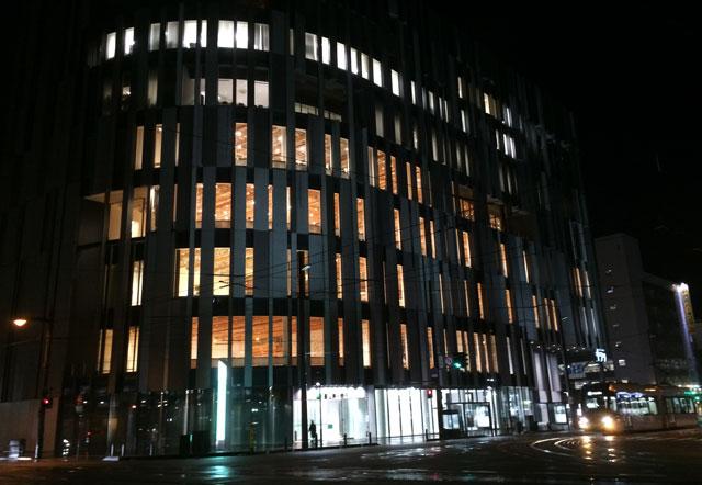 富山市ガラス美術館の夜景