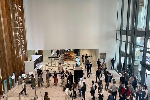 木梨憲武展 富山会場(富山市ガラス美術館)の混み具合