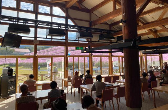 砺波市の夢の平スキー場のコスモス荘の食堂