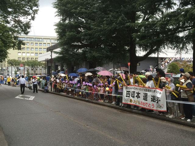 登坂絵莉選手と田知本遥選手、金メダル祝賀パレードin富山!