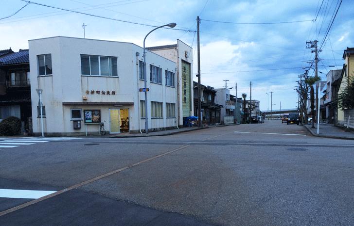 古新町公民館前