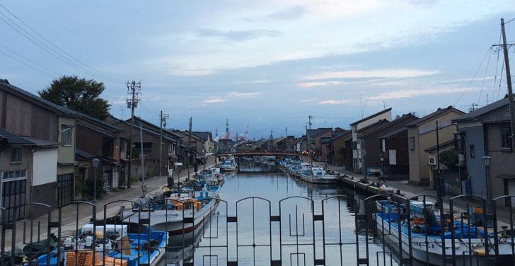 新湊の内川