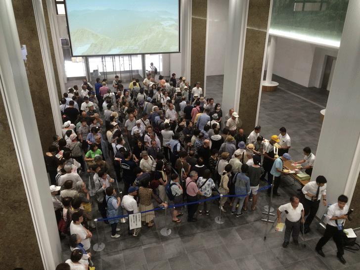 富山県民栄誉賞贈呈式の整理券配布前