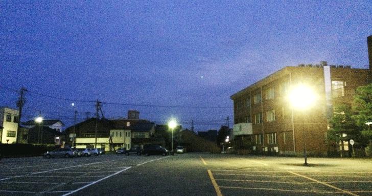 新湊庁舎北駐車場