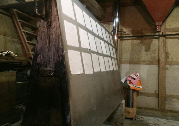 蛭谷和紙を乾かす鉄板
