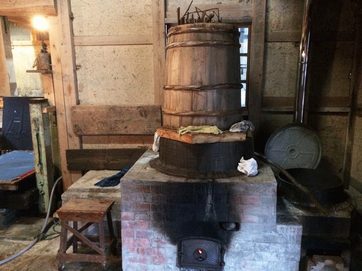 楮を煮る釜