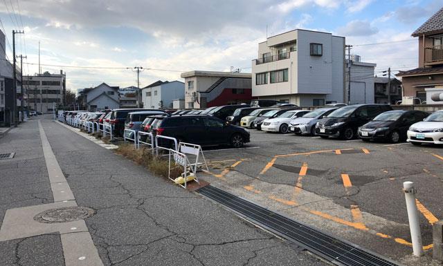 土日祝のみ無料開放される富山県職員仮駐車場