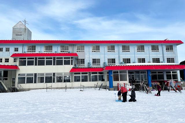 富山市の牛岳温泉スキー場の宿泊施設「牛岳ユースハイランド」