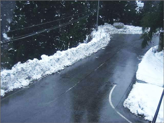 富山県富山市山田村の牛岳温泉スキー場までの道のライブカメラ