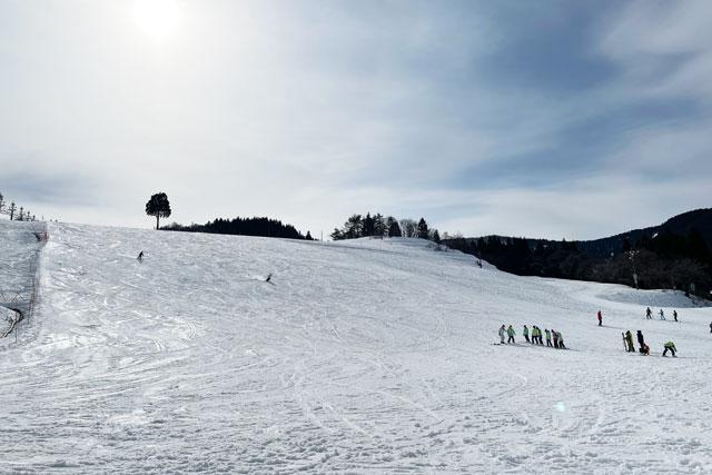 富山市の牛岳温泉スキー場のメインゲレンデ2