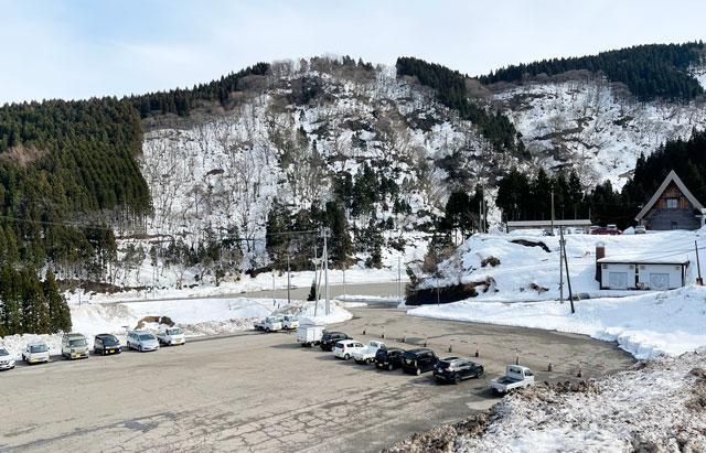 富山市の牛岳温泉スキー場の駐車場