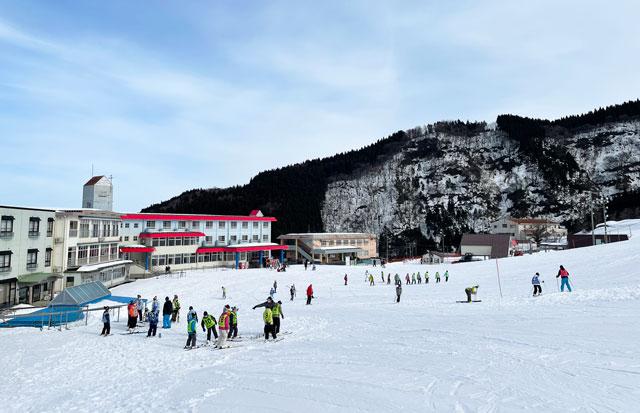 富山市の牛岳温泉スキー場の牛岳ユースハイランドのレッスン