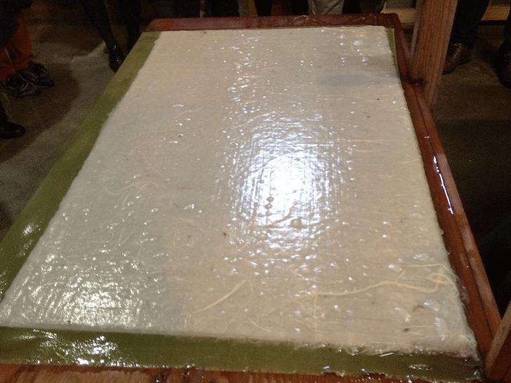 漉いた後の蛭谷和紙