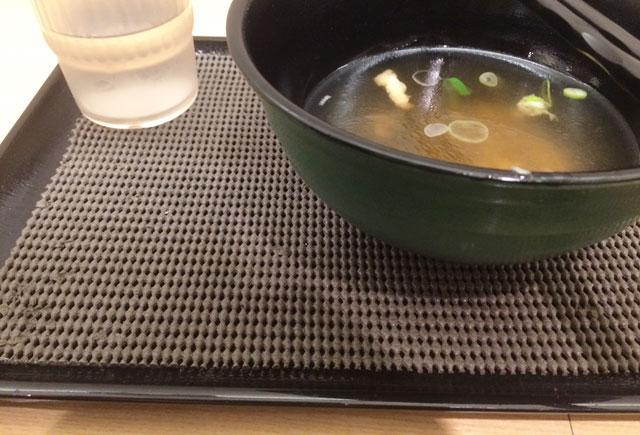 JR金沢駅立ち食いそば屋「白山そば」の滑り止め