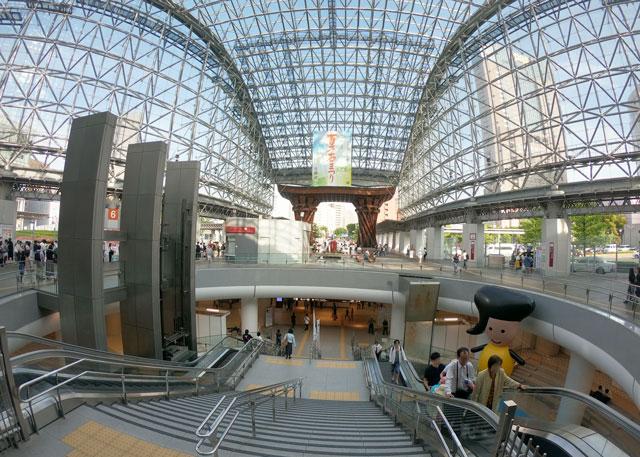 JR金沢駅を出た瞬間の景色