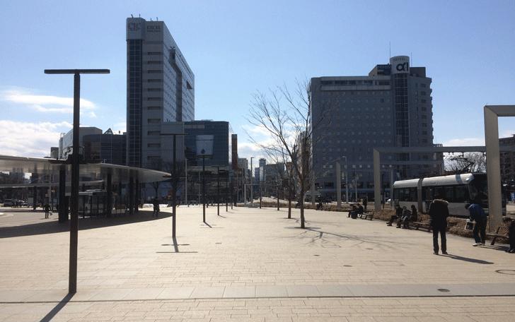 富山駅を出た瞬間の景色