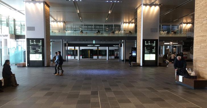 富山駅改札を出た時のファーストビュー