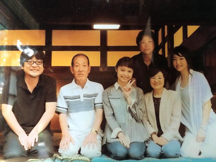 宮崎あおいと細田守監督の写真