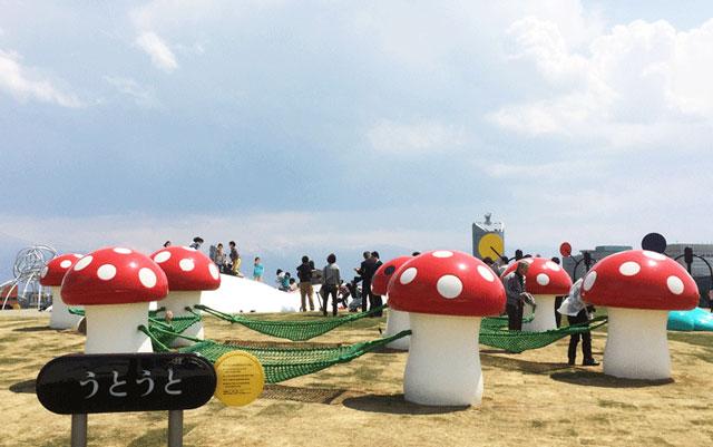 富山県美術館オノマトペの屋上の遊具「うとうと」