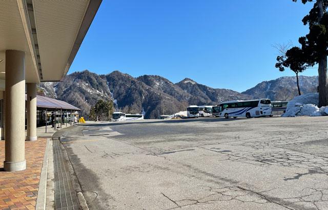 立山黒部アルペンルート「雪の大谷」の途中駅「美女平」
