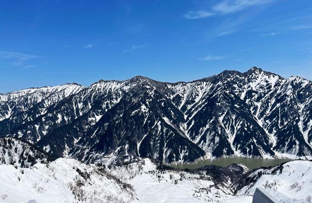 立山黒部アルペンルート「雪の大谷」、大観峰雲上テラスからの眺め