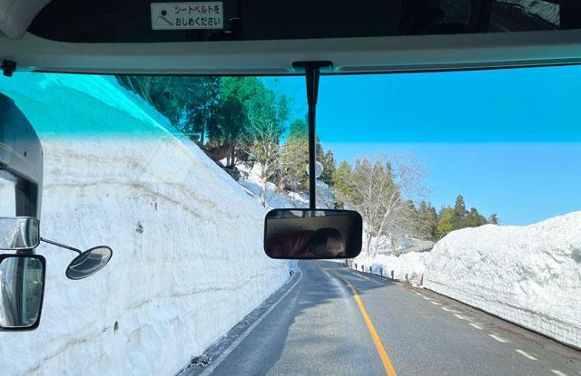 立山黒部アルペンルート「雪の大谷」の立山高原バス